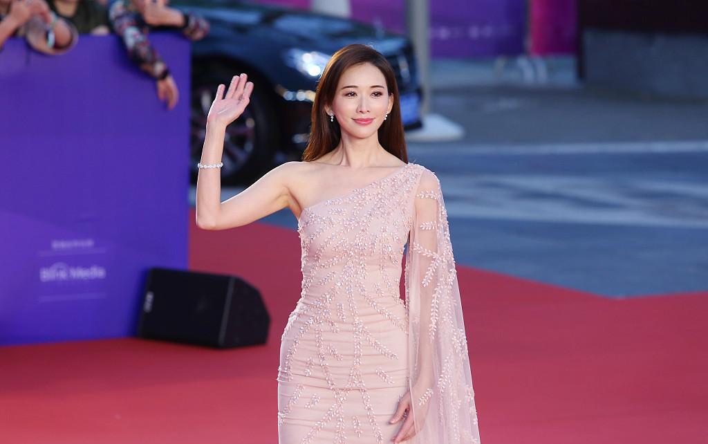 林志玲,一个漂亮,知性,可爱的模特,身兼主持,唱歌,演员等多重